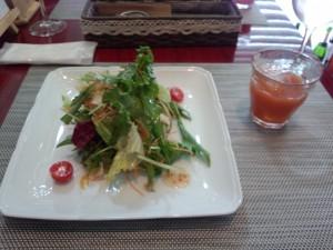 緑黄色野菜サラダ + 野菜ジュース