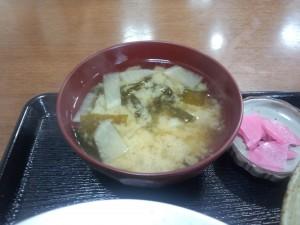 お味噌汁 (大根・わかめ)
