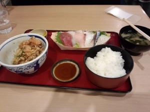 海老かき揚げとお刺身定食 (ご飯追加)