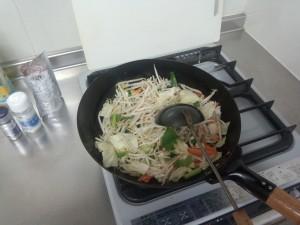 野菜炒め + コンビーフハッシュ (2)