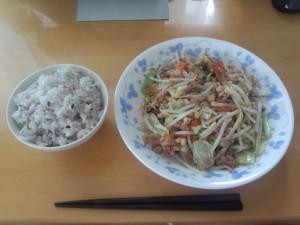 野菜炒め + コンビーフハッシュ (5)