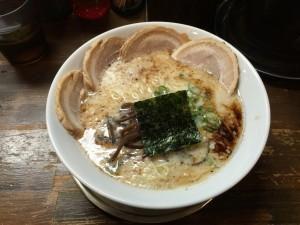 豚骨塩 チャーシューメン (1)