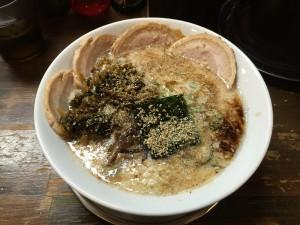 豚骨塩 チャーシューメン (2)